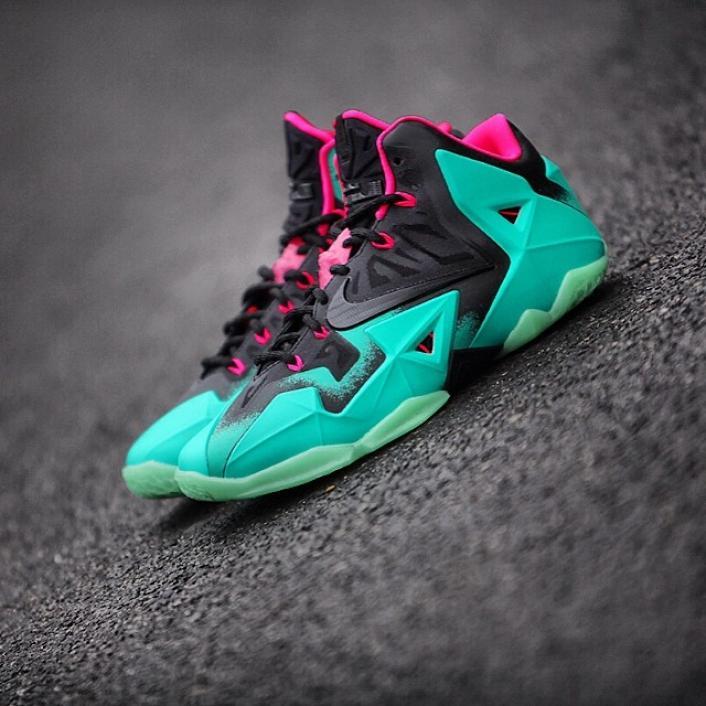 56aaa645721 Sneakers
