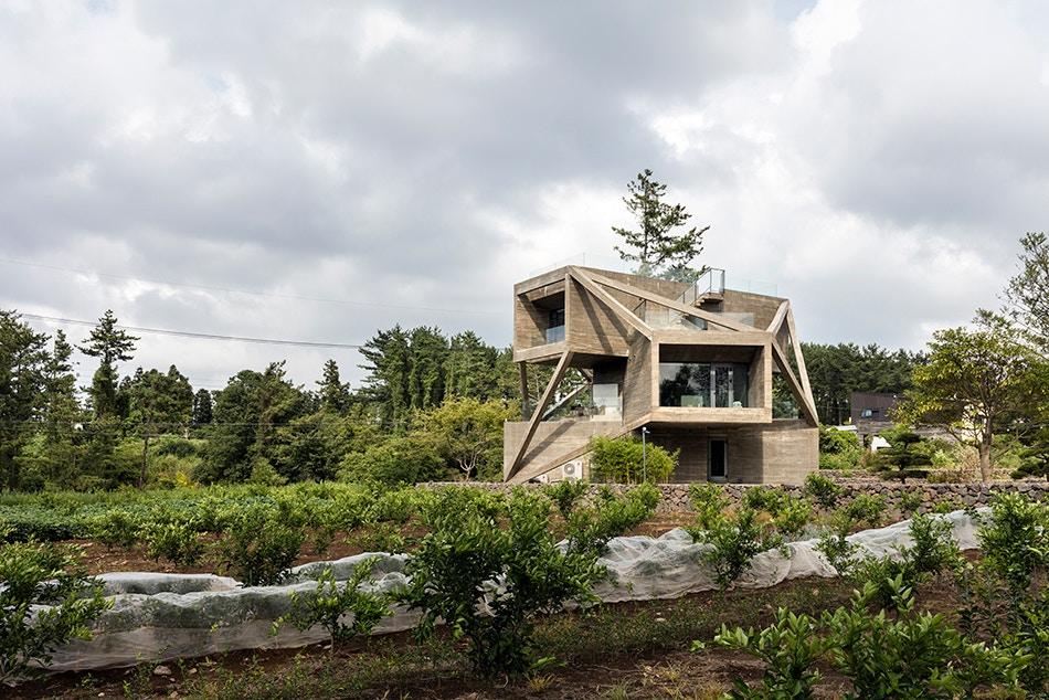 http3a2f2fhypebeast-com2fimage2f20172f082fmoon-hoon-simple-house-jeju-city-south-korea-designboom-02
