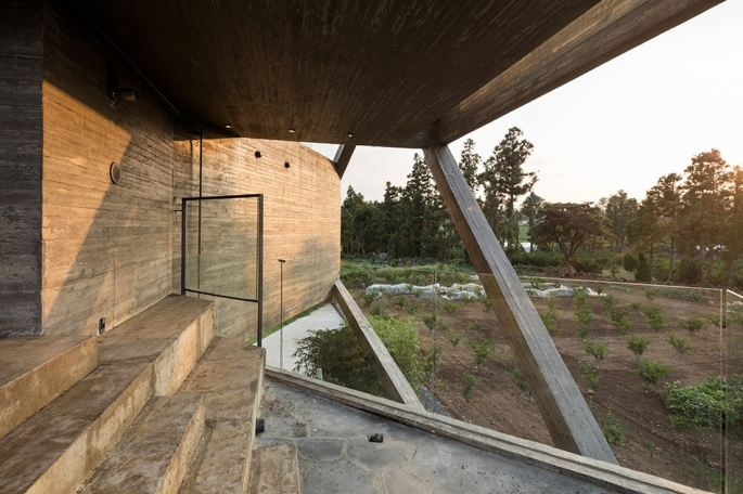 http3a2f2fhypebeast-com2fimage2f20172f082fmoon-hoon-simple-house-jeju-city-south-korea-designboom-05
