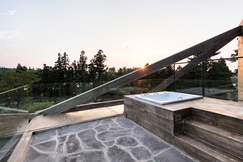 http3a2f2fhypebeast-com2fimage2f20172f082fmoon-hoon-simple-house-jeju-city-south-korea-designboom-06