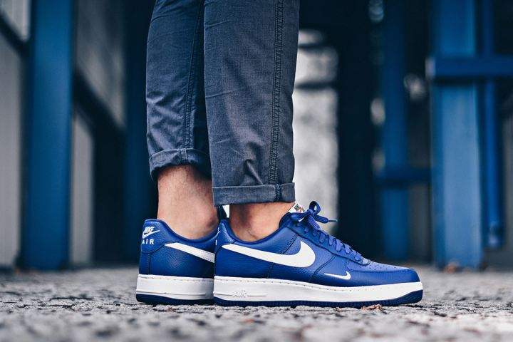 http3a2f2fhypebeast-com2fimage2f20172f082fnike-air-force-1-mini-swoosh-blue-1
