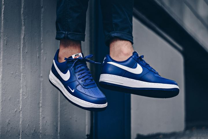 http3a2f2fhypebeast-com2fimage2f20172f082fnike-air-force-1-mini-swoosh-blue-2