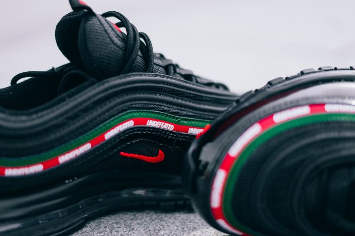 http3a2f2fhypebeast-com2fimage2f20172f092fnike-air-max-97-og-undftd-3