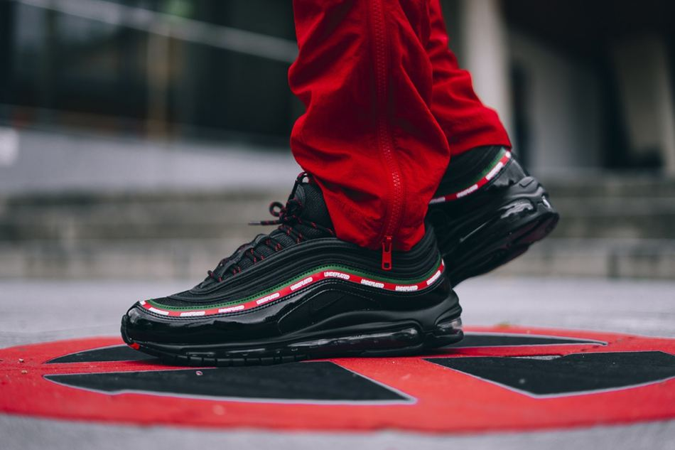 http3a2f2fhypebeast-com2fimage2f20172f092fnike-air-max-97-og-undftd-on-feet-0