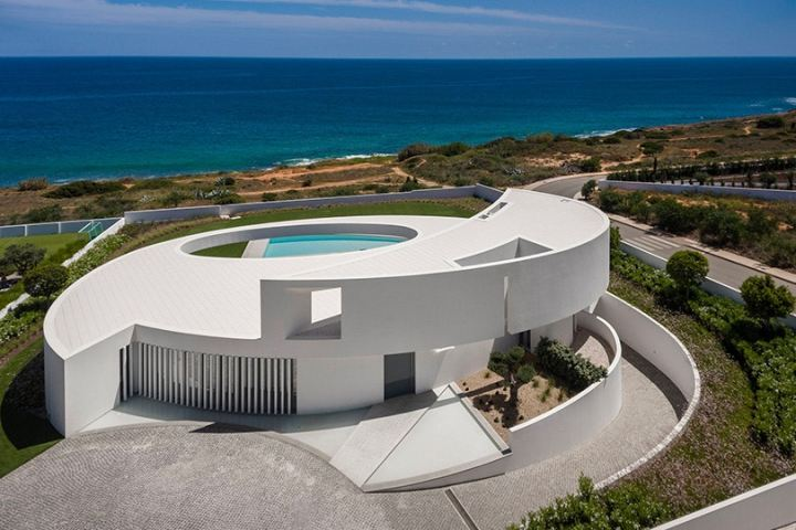 http3a2f2fhypebeast-com2fimage2f20172f102fmario-martins-ateliers-casa-eliptica-is-stunning-feat-of-a-geometrical-design-002