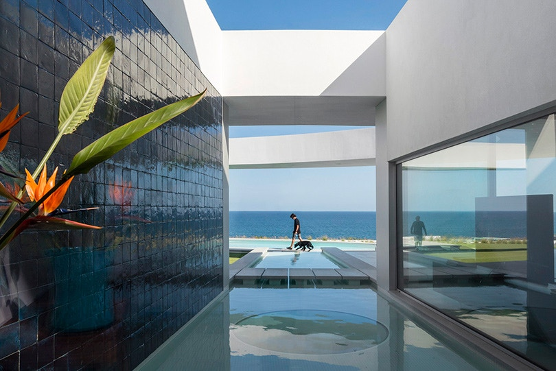 http3a2f2fhypebeast-com2fimage2f20172f102fmario-martins-ateliers-casa-eliptica-is-stunning-feat-of-a-geometrical-design-003
