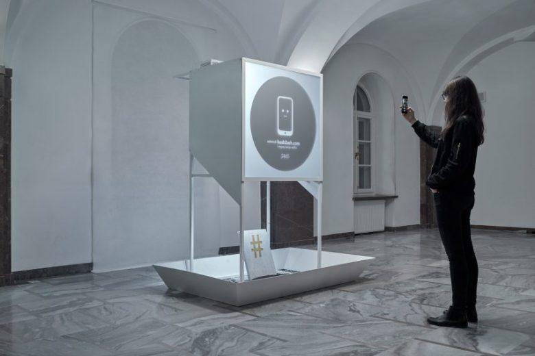 hash2ash-installation-selfies-national-ethnographic-museum-warsaw-teenage-exhibition_dezeen_2364_col_4-852x569