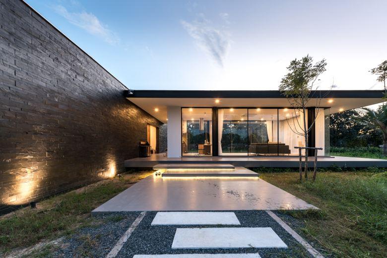 maxime-residence-blank-studio-1