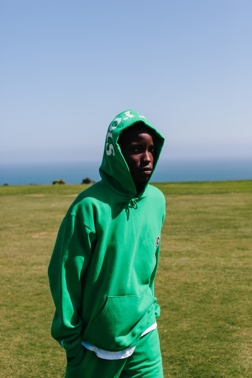 https3a2f2fhypebeast-com2fimage2f20182f062fcarrots-university-by-champion-capsule-collection-lookbook-10